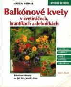 Balkónové kvety v kvetináčoch, hrantíkoch a debničkách